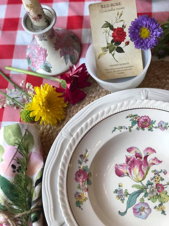 cottage table setting